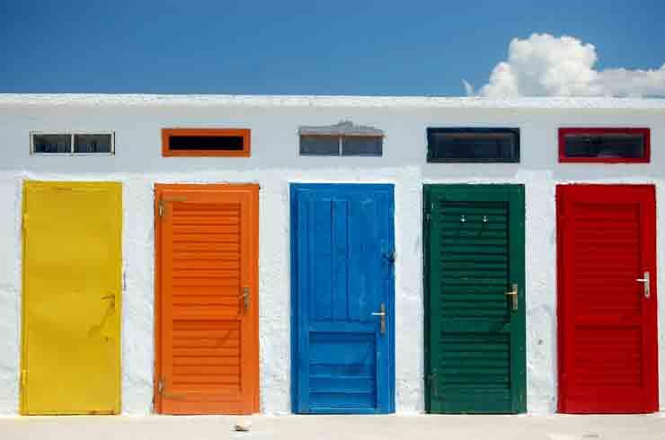 Дверь как вход в счастливую жизнь