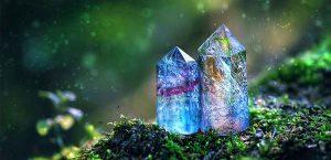 Камни по знакам зодиака: какие подходят для Рака